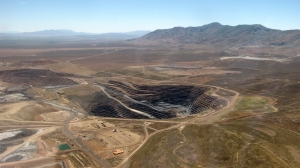 Aerial view of extractive interests next to an HMA in the Owyhee Complex. (photo Laura Leigh)